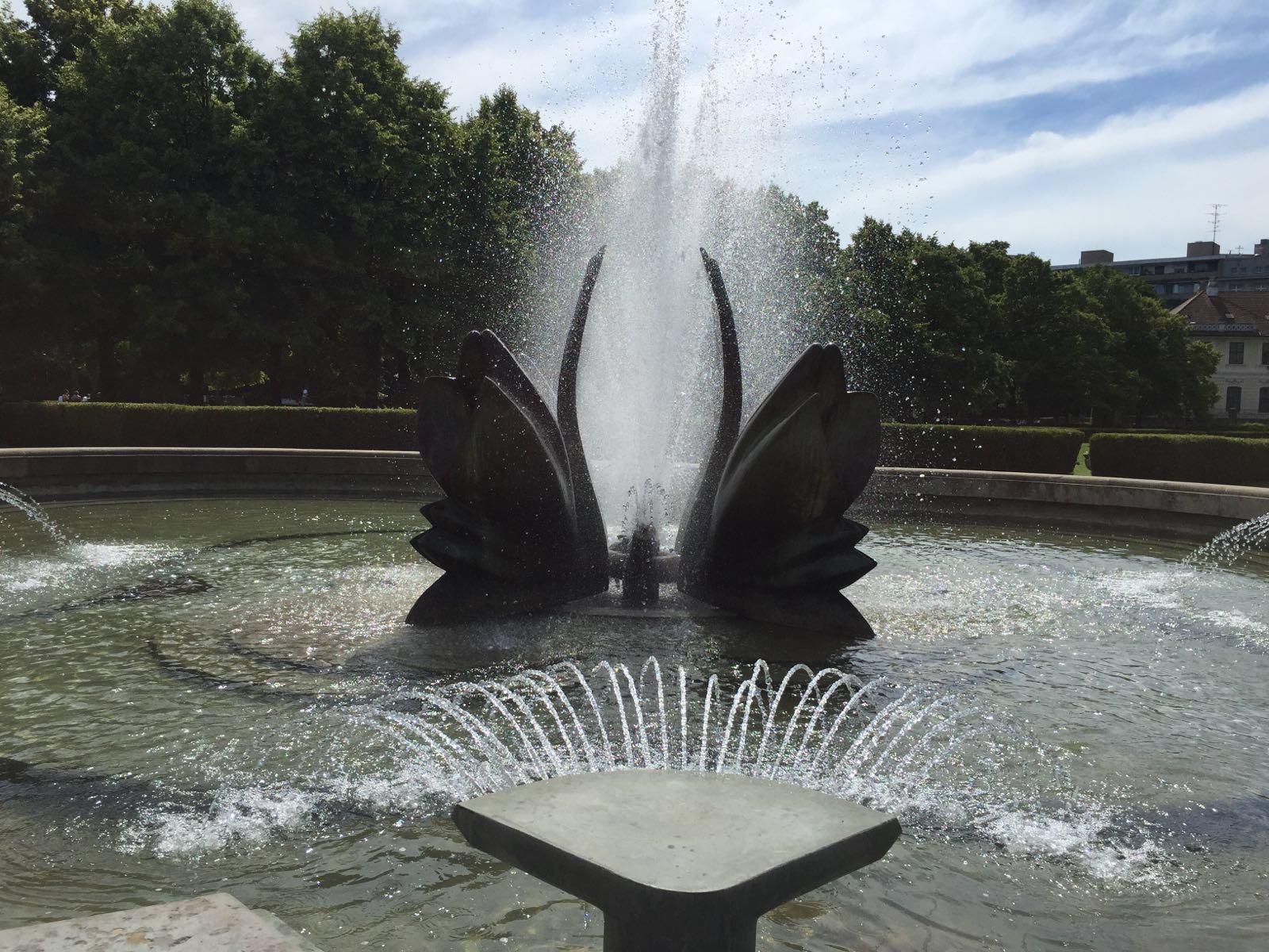 Technologia, Labutia fontana, Bratislava